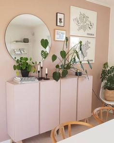 Pretty in pink! Thank you for sharing this genius DIY-idea to paint the walls and the IKEA Ivar cabinets in same pretty pink… Home Living Room, Living Room Decor, Ikea Ivar Cabinet, Minimalist Home, New Room, Home Decor Inspiration, Home Furniture, Diy Home Decor, Decoration