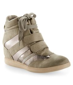 R2 Lace-Up Sneaker Wedge at Aéropostale