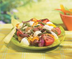 Bocconcini-Veggie Salad with Tre Stelle ® Bocconcini and Grated Parmesan Cheese Grilled Vegetable Salads, Grilled Vegetables, Veggies, Lunch Recipes, Salad Recipes, Healthy Living Recipes, Healthy Food, Food Network Canada, Spring Salad