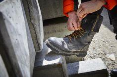 Un modèle emblématique de la marque ! Ces chaussures Timberland Pro Iconic pour homme sont des boots de sécurité confortables. Elles sont équipées d'une semelle anti-fatigue et d'une doublure intérieure respirante. Ce modèle en cuir nubuck est doté d'une membrane imper-respirante : il s'agit donc de chaussures de sécurité imperméables. Normées S3 HRO WR SRC. Timberland Pro, Anti Fatigue, Hiking Boots, Shoes, Fashion, Raincoat, Leather Pattern, Boots, Heels
