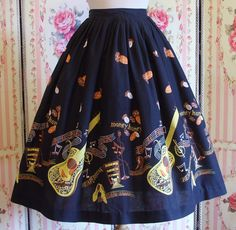 Vintage Fashion: Novelty Border Print Skirt / Elvis by RainbowValleyVintage Vintage Outfits, Vintage Dresses, Vintage Clothing, 1950s Fashion, Vintage Fashion, Vintage Mode, Vintage Style, Border Print, Novelty Print