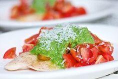 Parmesanfisk med pesto og tomat
