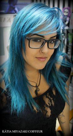 Katia Miyazaki Coiffeur - Salão de Beleza em Floripa: Cabelo Azul - Corte Desfiado - Repicado - corte em...
