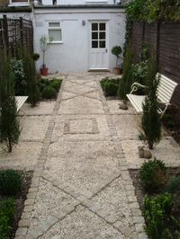 Yellow Granite Cropped Setts and Barleycorn Quartz Garden' designed by Lizzie Taylor.
