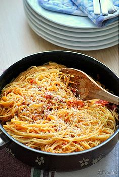Spaghetti with Neapolitan sauce Cookbook Recipes, Cooking Recipes, Healthy Recipes, Oven Chicken Recipes, Pasta Recipes, Greek Recipes, Italian Recipes, Tasty Dishes, Food Dishes