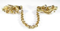Gold Tone Sweater Guard Clip with Acorn and Leaf