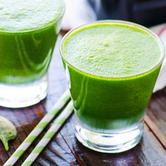 Green Smoothies are packed with fiber, protein and other essential nutrients. Try these easy tips to make vegetable healthy breakfast smoothies. Smoothie Vert, Green Detox Smoothie, Green Smoothie Recipes, Smoothie Drinks, Healthy Smoothies, Healthy Drinks, Ninja Recipes, Paleo Recipes, Cooking Recipes