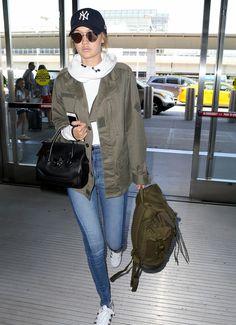 6f59c5d95cec gigi hadid lax flight out girl fragrance pics 03