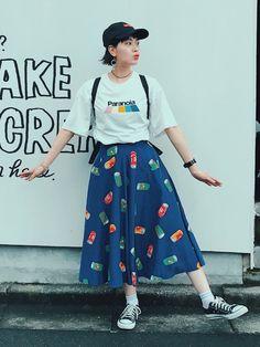 なんだかカラフルな日 スカートは古着屋さんでgetしたよぉ〜〜 moussyのロゴTかわわ〜