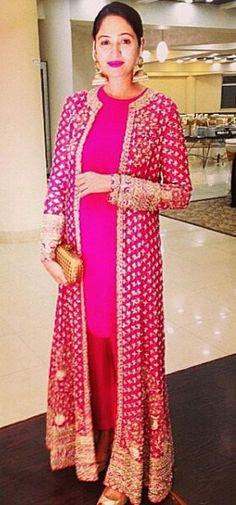 Luv d dress bt hate d make up Pakistani Couture, Indian Couture, Pakistani Outfits, Indian Outfits, Indian Attire, Indian Wear, Ethnic Fashion, Asian Fashion, Saris