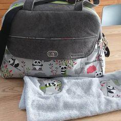Karine.m sur Instagram: Cadeaux de naissance pour deux petites Jade. Sac boogie de @patrons_sacotin Kit accessoires de chez #lamerceriedescréateurs , tissus de…