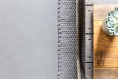 Een betonlook vloer is de trend van dit moment #woonbeton #onderhoudsvriendelijk #slijtvast Detail, Design, Design Comics