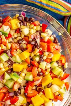 This black bean mango salad is bursting with colors, flavors and freshness and can be used as a salsa with chips or served on grilled chicken, fish or meat! Wedge Salad Recipes, Mango Salat, Vegan Jambalaya, Cooking Recipes, Healthy Recipes, Healthy Appetizers, Healthy Food, Snack Recipes, Mango Recipes