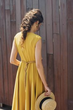 http://invitadaperfecta.es/invitadas/look-invitada-boda-el-vestido-midi/6137