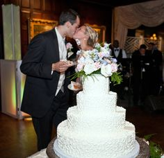 Vintage wedding cake | Shadowbrook | Annette Jenkins Photography| Contemporary Bride Magazine