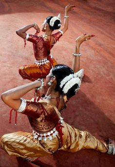Traditional Indian dance forms and fashion <3