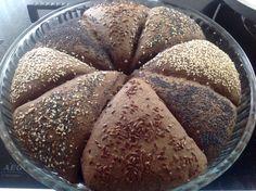 Donkere eenvoudige broodjes Recept staat op: https://www.facebook.com/kokenenbakkenmetmarion/