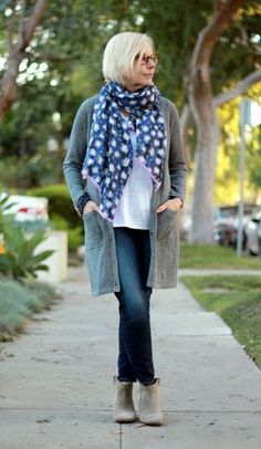 casual-outfits-for-women-over-40-24