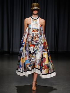 Mary Katrantzou Spring 2019 Ready-to-Wear Collection - Vogue London Fashion Weeks, Fashion Milan, Fashion Runway Show, Summer Fashion Trends, Summer Fashion Outfits, Vogue Fashion, Fashion Show Collection, Spring Summer Fashion, Style Summer