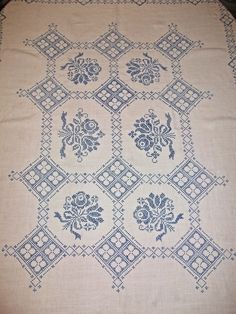 Antiguo Vintage lino azul crosstitch mantel por apeekatthepast