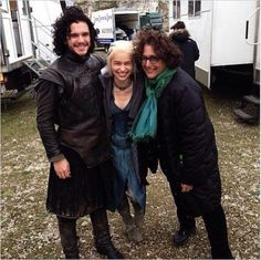 With+Jon+Snow+stuck+on+the+Wall+and+Daenerys+in+Meereen,+how+did+these+two+manage+to+swing+a+photo+op+together?