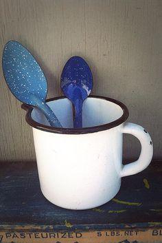 Enamel Spoons  Blue vintag enamel, blue enamelwar, enamel spoon, kitchen ideas