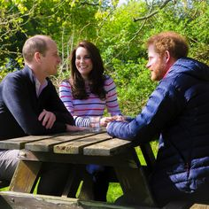 Theroyalfamily.wcgc (@Marina30052001) on Twitter: The Duke and Duchess chat with Prince Harry about the Heads Together Campaign on April 19, 2017; they discuss Kate's initiation of the project, the princes' loss of their mother, and the need to have open conversations about mental health.