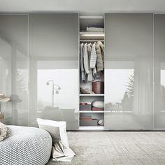 Escolher o armário ideal é um passo importante para transformar a decoração do seu quarto para um ambiente mais acolhedor, bonito e romântico. Não arrisque e consulte-nos primeiro!