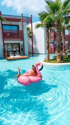 Stella Island Luxury Resort & Spa, Kreta - Flight, Travel Destinations and Travel Ideas Piscina Hotel, Flamingo Pool, Greece Holiday, Pool Floats, Beach Pool, Pool Spa, Dream Vacations, Summer Vacations, Pool Designs