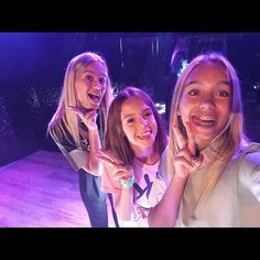 Lisa and Lena with a fan at a meet&greet in Madrid