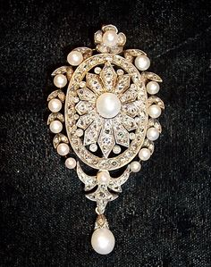 like brooches on turtlenecks - Antique Diamonds and Pearls Brooch