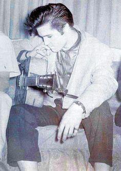 Elvis Presley zeldzame foto's - 120 Fotos | Nieuwsgierig, Grappige Foto's..........lbxxx.