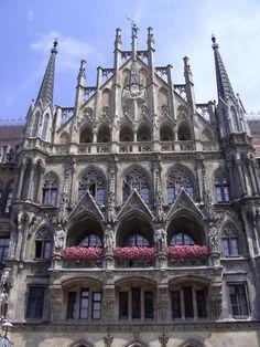 Marienplatz   #Munich #Germany http://www.pinterest.com/easyvoyagede/reisen-in-deutschland/