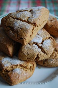Heritage Schoolhouse: Gingerbread Scones these must make the house smell amazing when they're baking! Holiday Baking, Christmas Baking, Christmas Scones, Christmas Tea, Italian Christmas, Christmas Gingerbread, Gingerbread Houses, Christmas 2017, Baking Recipes