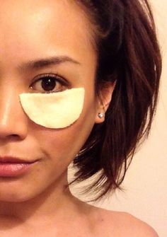 How to Make an Organic Green Tea Under Eye Mask With Aloe-A wonderfully beneficial under eye mask that will help brighten your eyes, reduce puffiness, moisturize and tighten your skin. Dry Eyes Causes, Under Eye Mask, Organic Green Tea, Biologique, Tips Belleza, Cool Eyes, Hair Removal, Healthy Skin, Skin Care Tips