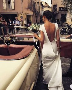 Wonderful Perfect Wedding Dress For The Bride Ideas. Ineffable Perfect Wedding Dress For The Bride Ideas. Wedding Dress Black, Wedding Dress Low Back, Wedding Dress Trends, Modest Wedding, Silk Wedding Dresses, Vintage Wedding Dresses, Classy Vintage Wedding, Wedding Dress Buttons, Rustic Wedding