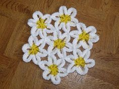 crochet Joined Daisies! (At least I *think* they're daisies...)