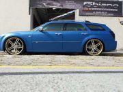 Chrysler 300C rebaixado com rodas Knight aro 24
