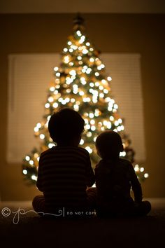 Love how this silhouette photo in front of the Christmas tree captures the magic of the holiday season. Do this with your kids!