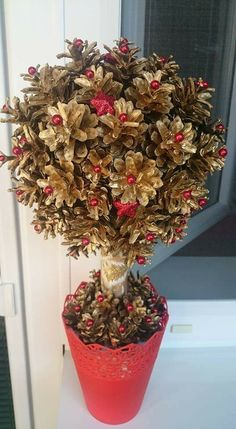 Learn how to make cheap and easy Christmas decorations for your living room by crafting these awesome pine cone ornaments. You can pick up all the supplies you Simple Christmas, Christmas Diy, Christmas Wreaths, Merry Christmas, Christmas Ornaments, Pine Cone Art, Pine Cone Crafts, Pine Cones, Pinterest Christmas Crafts