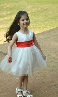 कितनी प्यारी बच्ची हैं। काश मेरी भी ऐसी ही एक बेटी होती! What a lovely child! If I have a same lovely daughter!