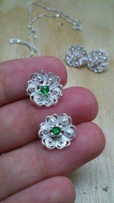 Flor de plata y esmeralda