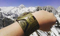 Immer an der Spitze! #leder #Leather #schmuck #armband #bracelet #jewelry #accessories #mode #Design #fashion #style #ootd #photooftheday #instagood #wanderlust #hiking #climbing  #mountains #Alpen #alps #lifestyle #Sport #beauty #vsco #travel #austria #Österreich #cowstyleday2day Mode Design, Vsco, Wanderlust, Ootd, Sport, Bracelets, Instagram Posts, Leather, Accessories