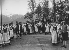 Bunads aplenty at the first folk festival in connection with the dissolution of the union between Norway and Sweden. c.June 1905