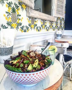 This is a picture of my favourite salad made at a restaurant called Mandy's. one of my favourite restaurant in Montreal. Fast Food Places, Montreal Canada, Salad Bar, How To Make Salad, Kung Pao Chicken, Healthy Choices, Vegan Vegetarian, Tea Time