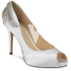 En la nueva colección de zapatos de novia 2016 de Pink Paradox tenemos este impresionante modelo, Applique.
