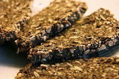 Mørkt Rugbrød med Kerner Danish Food, Vegan Bread, Pastry Cake, Food And Drink, Chocolate, Desserts, Recipes, Kitchen Stuff, Pastries