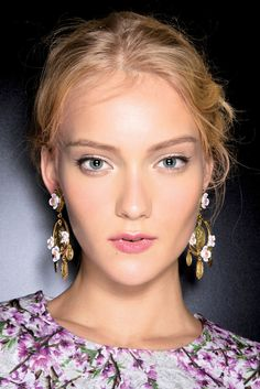 4a56edea4c0c 31 Gorgeous Updo Ideas to Try for Spring