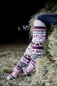 Sinikka's Heart Socks Novita 7 Veljestä Crochet Socks, Knit Or Crochet, Filet Crochet, Knitting Socks, Hand Knitting, Knitting Patterns, Crochet Patterns, Argyle Socks, Wool Socks