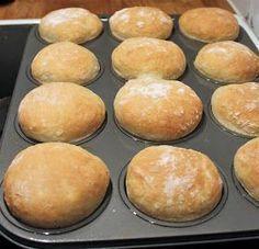 """""""Helpot kauraiset muffinisämpylät aamu- tai iltateelle! Ja mikä ihaninta, näitä sämpylöitä ei tarvitse pyöritellä!"""" Kauraiset muffi... No Salt Recipes, Baking Recipes, Cake Recipes, Savory Pastry, Savoury Baking, Butter Chicken, Brunch, I Love Food, Cupcakes"""